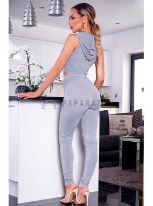 Conjunto sport de top corto con capucha y pantalón estilo pitillo