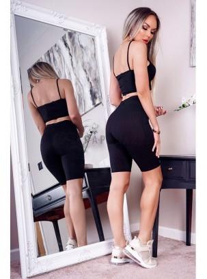 Conjunto de top corto con tirante fino y pantalón corto ajustado