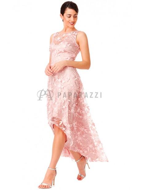 Vestido de cola con bordado de flores
