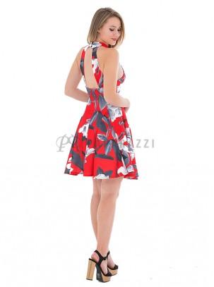 Vestido de vuelo en estampado floral con escote en la espalda