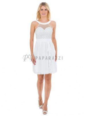 Vestido de gasa con transparencias y detalle de perlas