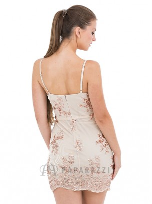 Vestido escotado de tirante fino con diseño de lentejuelas y bordes festoneados