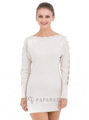 Vestido de punto con detalle de aberturas con bordado festoneado y perlas