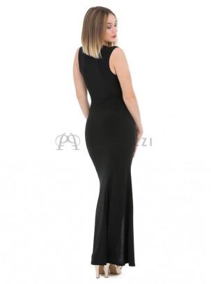 Vestido corte sirena con escote pronunciado, fruncido en cintura y con raja delantera