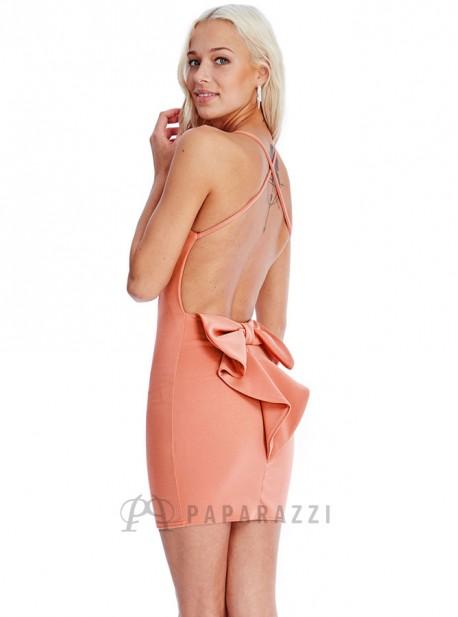 Vestido corto ajustado de espalda descubierta con detalle en forma de lazo