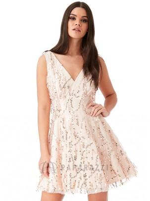 Vestido de tirante ancho con escote en V y detalle de flecos con lentejuelas en el mismo tono