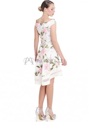 Vestido estampado floral con cuello barco y cola