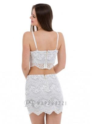 Conjunto de encaje de top corto y mini falda con bajo festoneado y cierre de cremallera