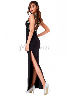 Vestido con transparencias, bordado y abertura pierna