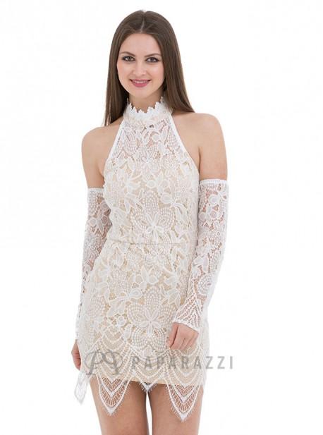 Vestido de encaje con hombros descubiertos, mangas transparentes y bajo festoneado