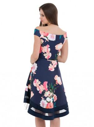 Vestido estampado floral de vuelo con cuello barco y cola