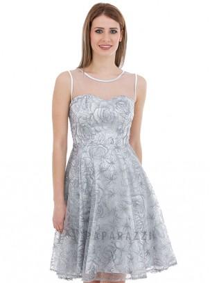 Vestido de vuelo efecto palabra de honor con transparencia y diseño de lentejuelas en el mismo tono