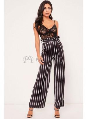 Pantalón palazzo de rayas blanco y negro fruncido en cintura con cinturón en la misma tela