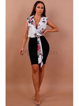 Vestido en estampado floral con escote cruzado, cuello de solapa y cinturon en la misma tela