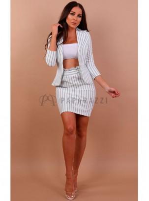 Conjunto de rayas con blazer de manga francesa y mini falda con fruncido en la cintura