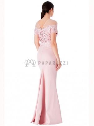 Vestido de satén con cola en corte sirena efecto bardot con transparencia, bordados y lentejuelas en el mismo color