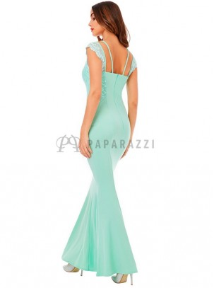 Vestido corte sirena con detalles de encaje