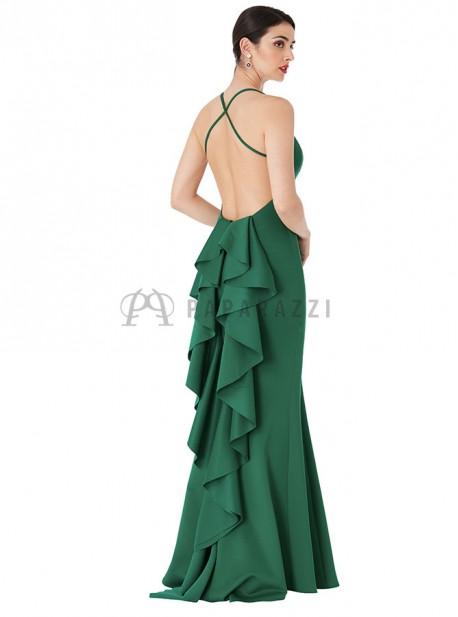 Vestido de cola corte sirena con espalda descubierta, tirantes finos cruzados y detalle de volante