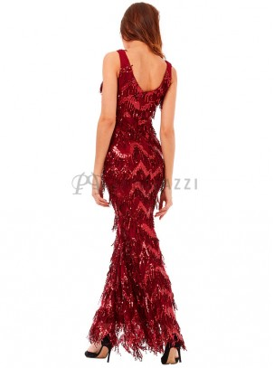Vestido corte sirena con diseño de flecos y lentejuelas, escote en V y bajo festoneado
