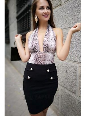 Falda ajustada con detalle de botones