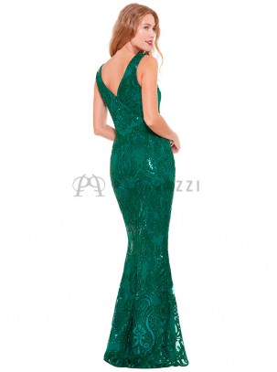 Vestido corte sirena con bordados y lentejuelas en el mismo color