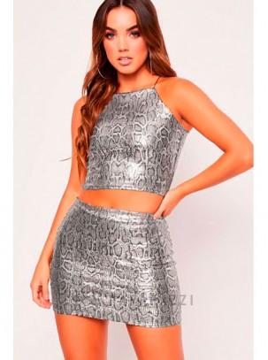Conjunto estampado con efecto metalizado de top de tirante fino y mini falda