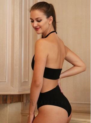 Body estilo trikini atado al cuello con detalle metálico en escote