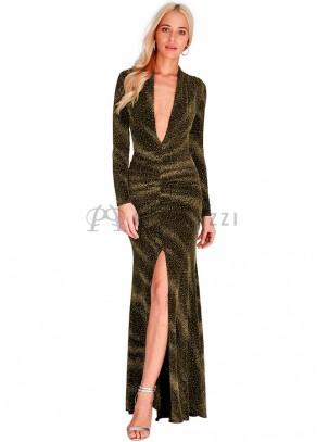 Vestido estilo corte sirena de manga larga y brillo, con escote pronunciado, fruncido en cintura y raja delantera