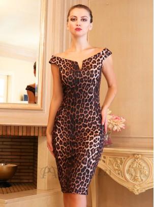 Vestido midi de estampado leopardo con escote bardot y detalle en forma de V