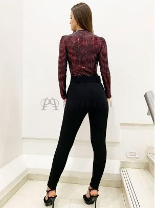 Pantalón pitillo de talle alto con bolsillos laterales y cinturón incluido