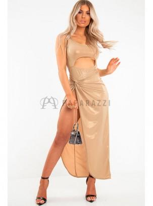 Conjunto de body con abertura delantera y falda larga con abertura asimétrica y detalle de nudo