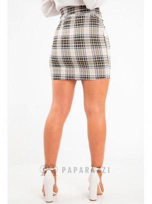 Falda de cuadros con detalle de cinturón en la misma tela