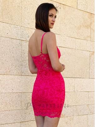 Vestido corto de encaje con escote en V, tirantes ajustables y bajo festoneado