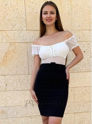 Falda con cinturón incluido en la misma tela