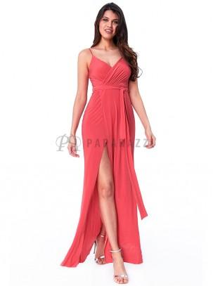 Vestido con escote cruzado y drapeado, de tirante fino regulable, con abertura lateral y cinturón incluido en la misma tela