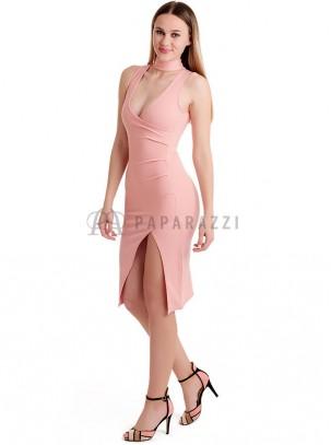 Vestido con escote cruzado y apertura pierna