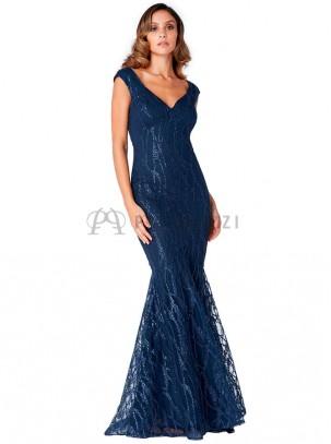 Vestido corte sirena con diseño de bordado y lentejuelas en el mismo tono, escote en forma de corazón y espalda descubierta