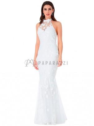 Vestido corte sirena con bordado de flores en el mismo tono, transparencia en escote y espalda descubierta