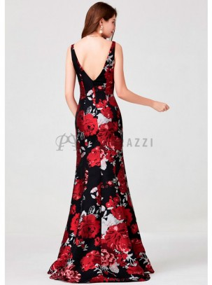 Vestido corte sirena con cola, de estampado floral con transparencia en escote y espalda descubierta en forma de V