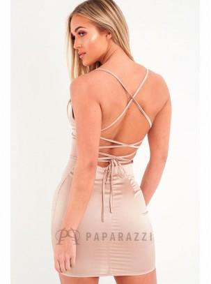 Vestido de satén con espalda descubierta y cierre de lazadas cuzadas