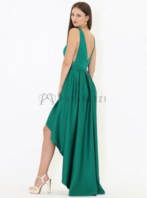 Vestido de satén con cola, escote en forma de V en espalda y detalle de transparencias en laterales