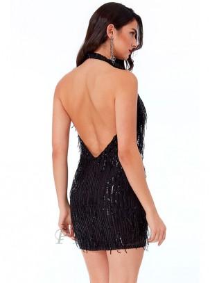 Vestido de flecos y diseño de lentejuelas, atado al cuello con escote pronunciado y espalda descubierta