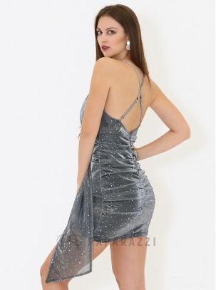 Vestido en tela de brillo con escote cruzado, tirantes regulables en espalda descubierta y drapeado en parte inferior trasera